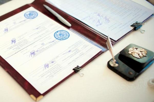 Двойная фамилия при заключении брака: заявление на смену фамилии, образец