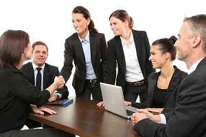 Обязанности и функции продавца ювелирных изделий