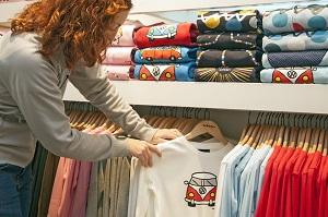 От чего основная цель профессии продавца в магазине одежды
