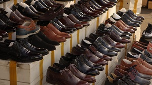 Обязанности продавца-консультанта в магазине одежды: Должностная инструкция, права и правила продажи (скачать образец для резюме)